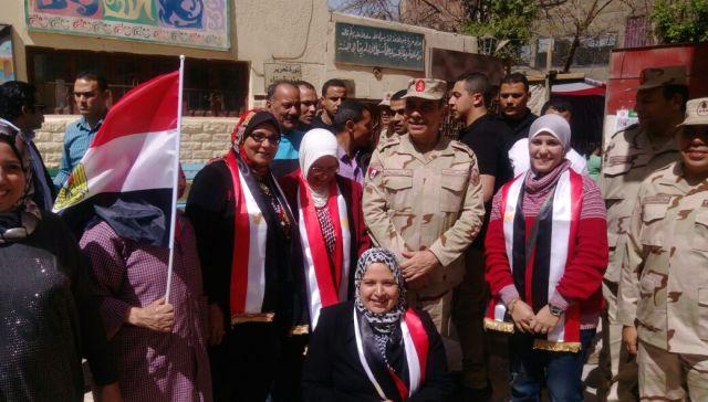 قائد المنطقة المركزية العسكرية يتفقد اللجان الانتخابية بمصر الجديدة (2)