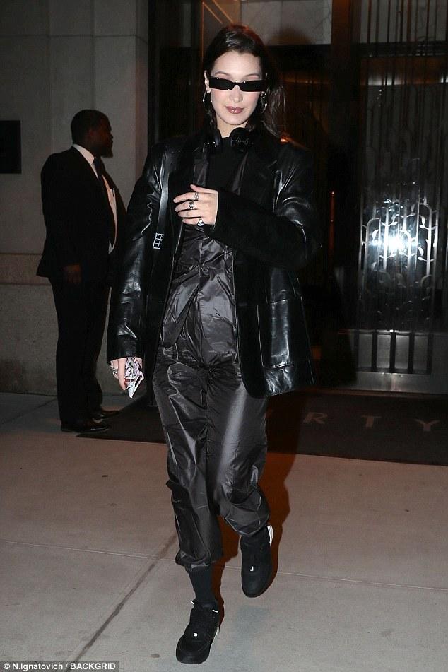 بيلا حديد ترتيد ملابس ماتركس  (7)