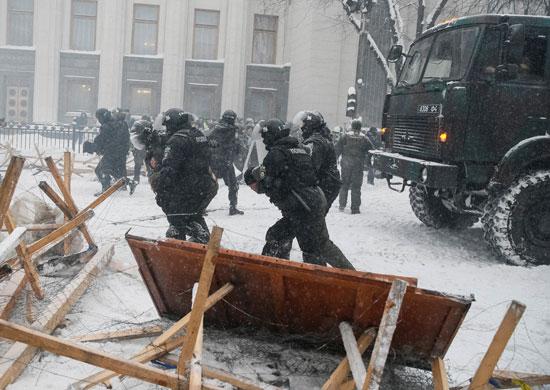 فض اعتصام للمعارضة الأوكرانية أمام مقر البرلمان