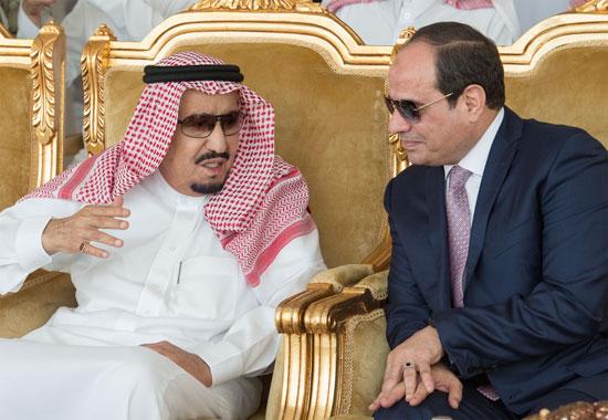 نقاش بين الرئيس السيسى والملك سلمان خلال فعاليات تدريب درع الخليج