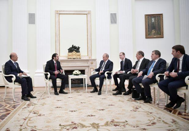 جلسة محادثات بحضور مسئولين من الجانبين