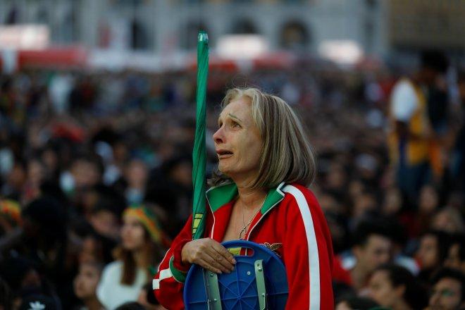 حزن جماهير البرتغال بعد وداع مونديال 2018 (5)