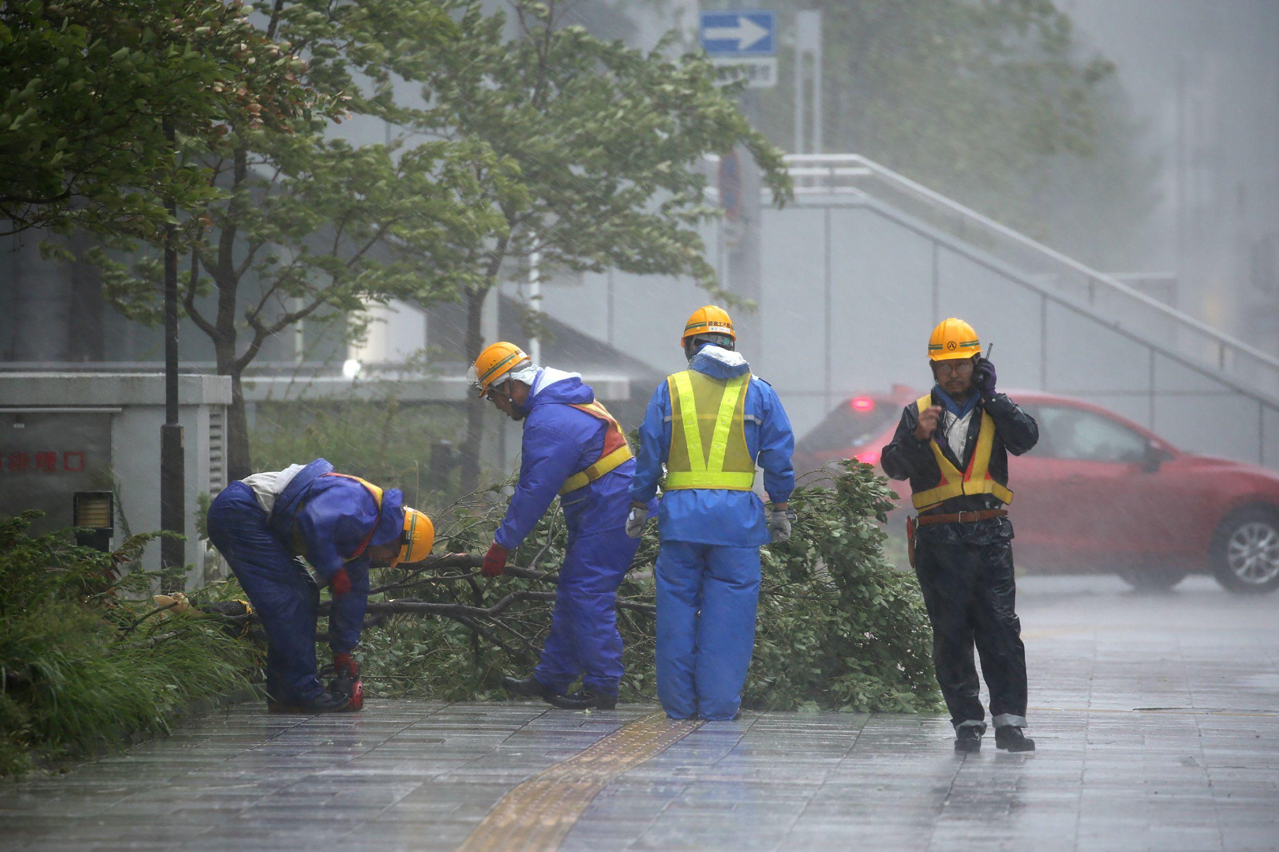 جانب من الإعصار فى اليابان