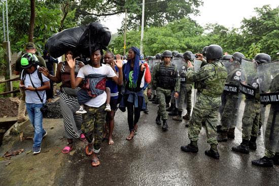قوات الأمن تعترض قافلة مهاجرين