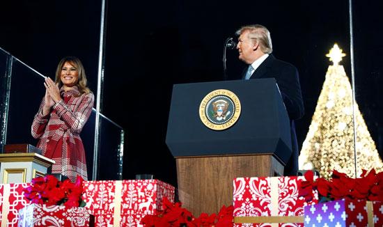 الرئيس الأمريكى يوجه الحديث لزوجته ميلانيا