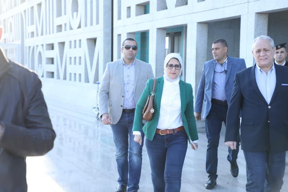 محافظ الأقصر يستقبل وزيرة الصحة بالمطار