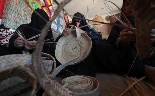 الحرف اليدوية في مهرجان الظفرة البحري احتفالا بيوم التراث العالمي
