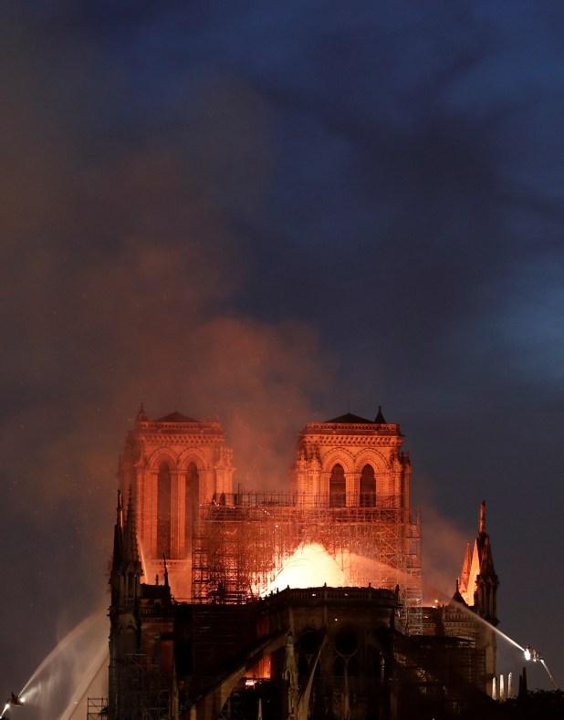 حريق في الكاتدرائية (7)