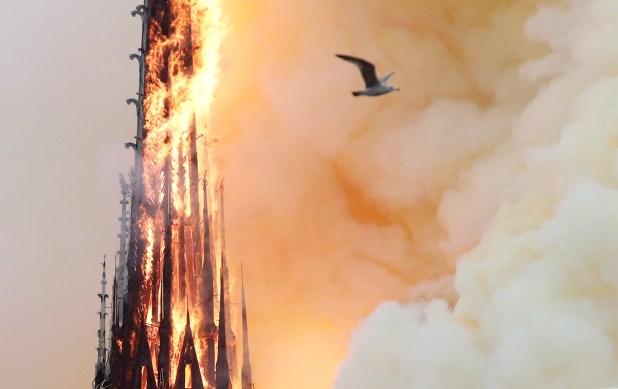 بداية انهيار برج الكاتدرائية