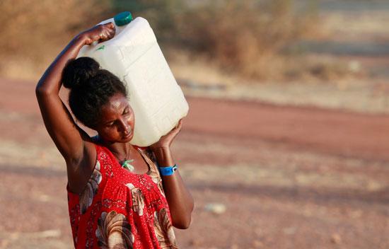 اثيوبية تحمل المياه