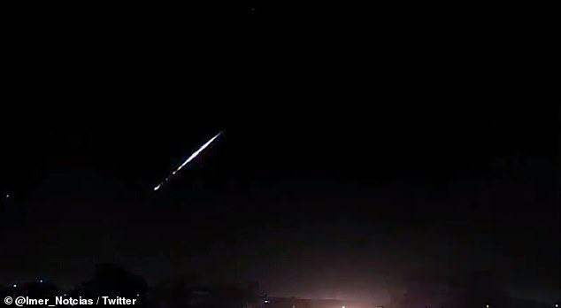 The moment of a meteor explosion in the sky of Brazil. (2)