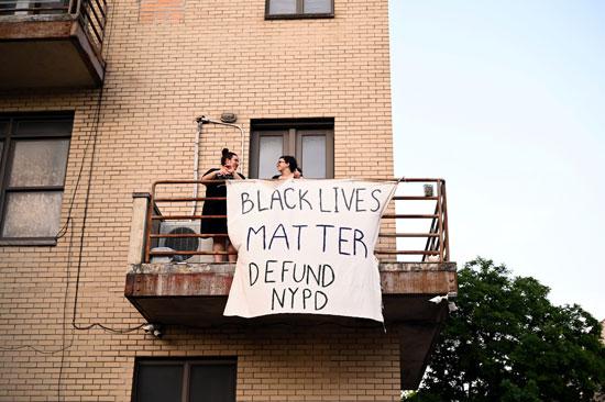 شعارات الاحتجاجات على شرف المنازل