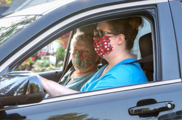 هل من المفيد ارتداء الكمامة فى سيارتك للوقاية من كورونا؟ - اليوم ...