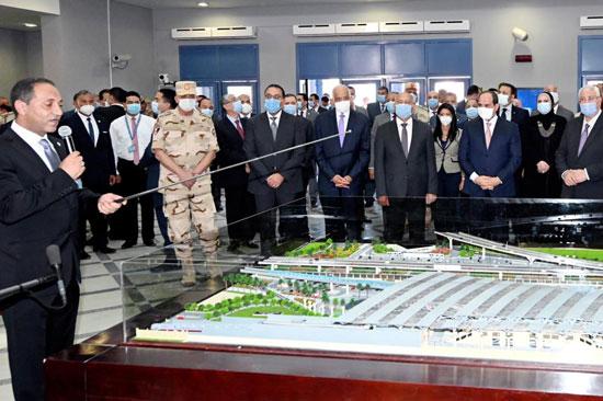الرئيس عبد الفتاح السيسي داخل محطة مترو عدلى منصور  (1)