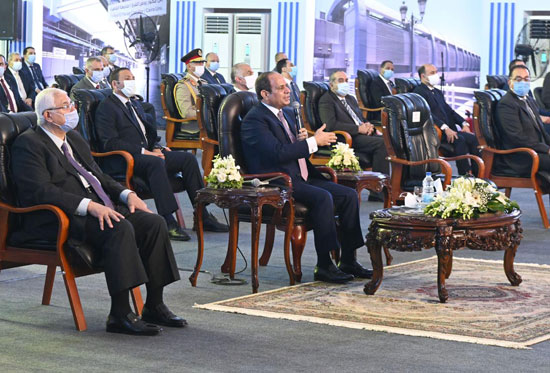الرئيس عبد الفتاح السيسي داخل محطة مترو عدلى منصور  (2)