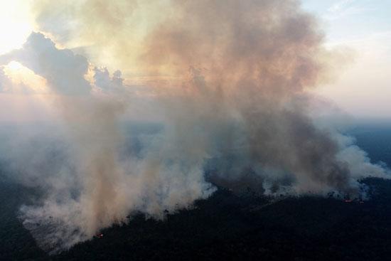 تصاعد الدخان جراء الحرائق