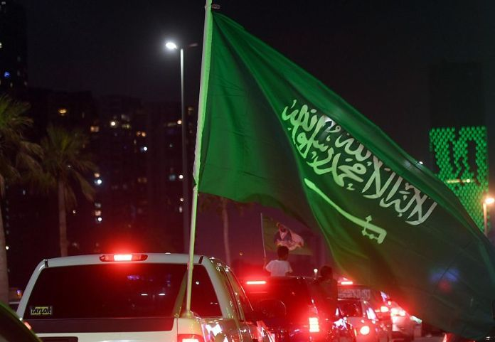 The people of Jeddah, Saudi Arabia, participate in the celebrations of the 90th National Day (4)