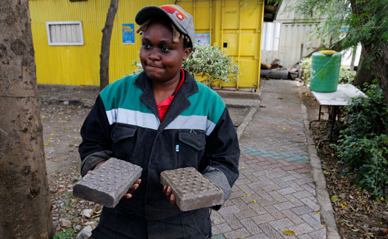 Kenya makes bricks stronger than concrete, recycling plastic waste (3)