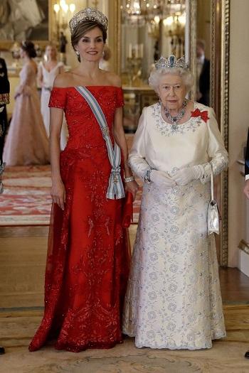 الملكة ليتيزيا ملكة إسبانيا والملكة إليزابيث 2017