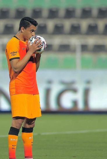 Mustafa Mohamed before the penalty kick