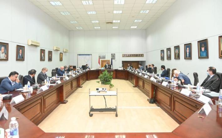 خلال الاجتماع  (1)