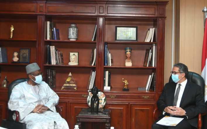 وزير السياحة والآثار وسفير دولة غينيا