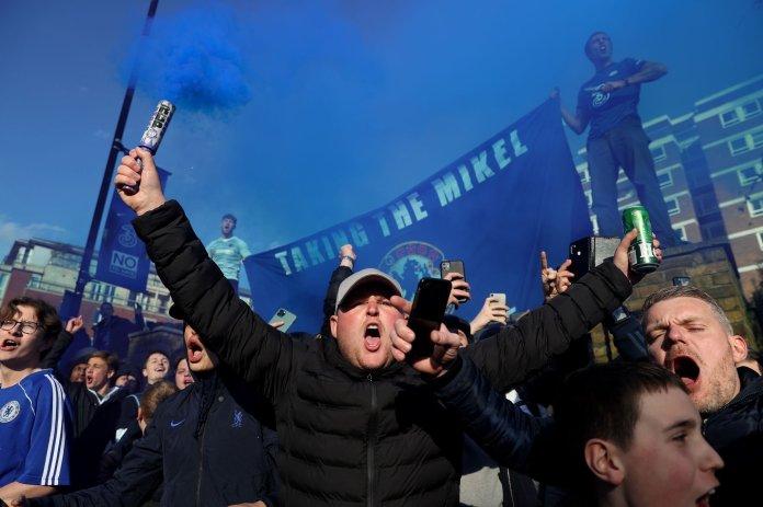 Chelsea fans (9)