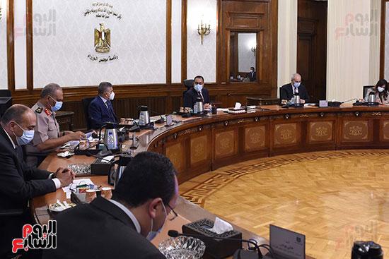 رئيس الوزراء يتابع الموقف التنفيذى لمشروعات المنطقة الاقتصادية لقناة السويس (4)