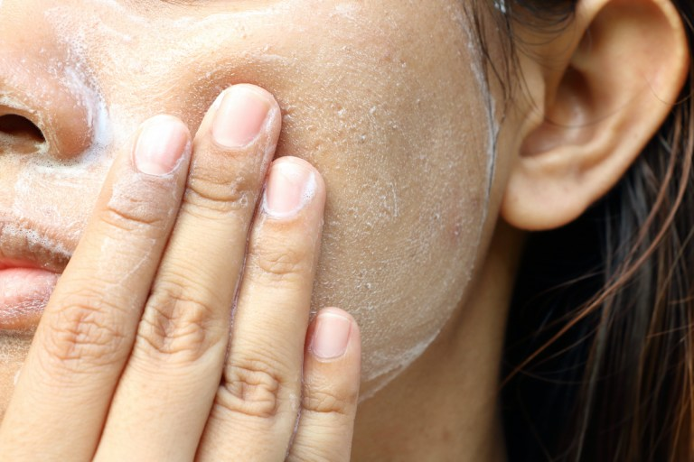 العناية بالبشرة - تقشير الوجه