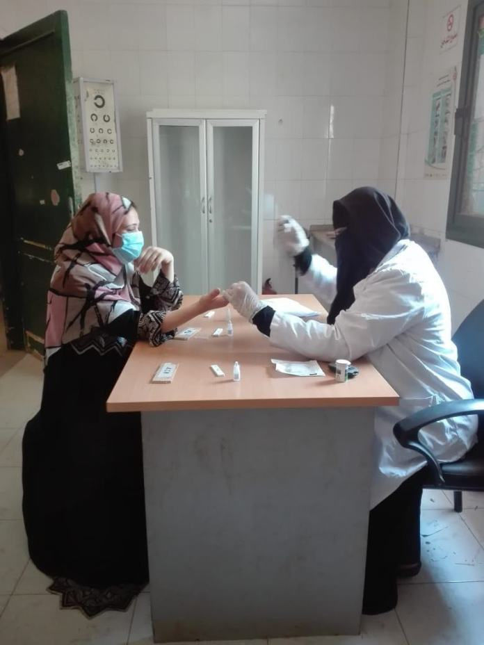 Examination of women in Minya by the initiative (1)