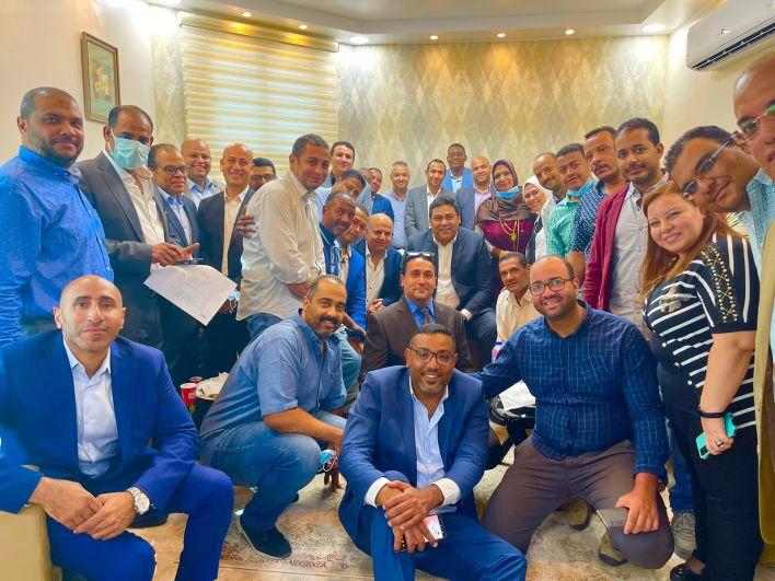الرئيس التنفيذي للمصرية للاتصالات يلتقي العاملين بمحافظة أسوان (1)