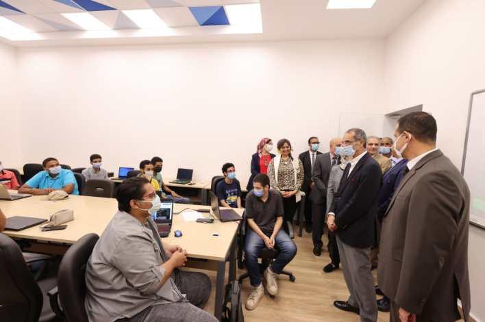وزير الاتصالات يتفقد مركز إبداع مصر الرقمية