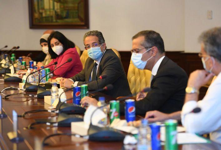 وزير السياحة والآثار خلال الاجتماع