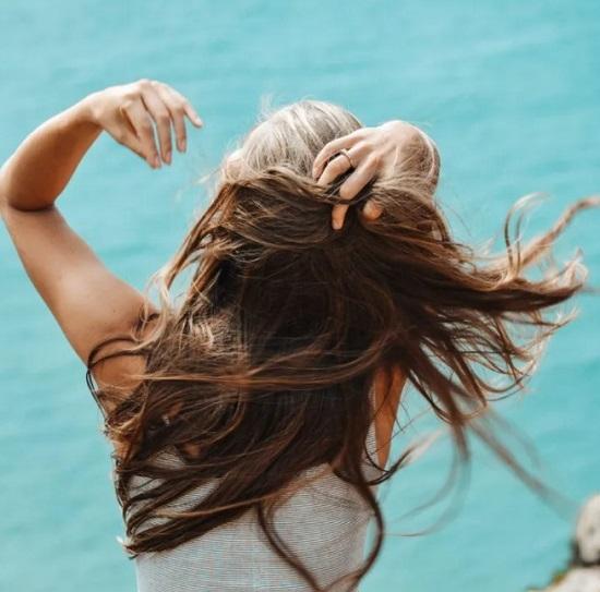 عادات شائعة تسبب تساقط الشعر (3)