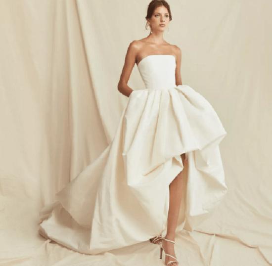 فستان ذو مقدمة منخفضة