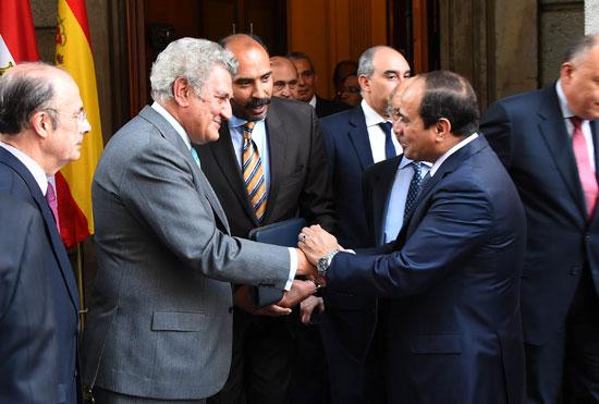 الرئيس السيسى يصافح خوسوس ماريا باسادا رئيس مجلس النواب -اليوم السابع -5 -2015