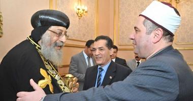 الدكتور عبد الحى عزب رئيس جامعة الأزهر والشيخ محمد أبو هاشم يهنئان البابا تواضروس بعيد القيامة