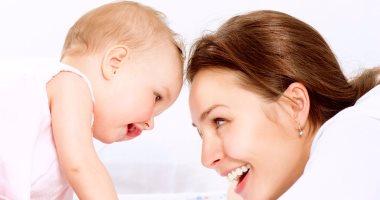 دراسة: الإنجاب بعد الـ25 يزيد فرص بقاء المرأة على قيد الحياة حتى الـ90