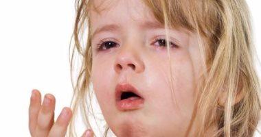 الكحة بوابة عدد من الأمراض عند الأطفال.. تعرف على الأعراض والمضاعفات