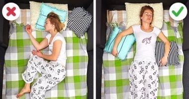 بالصور.. أوضاع صحيحة فى النوم لعلاج عدد من آلام الظهر والكتف والرقبة