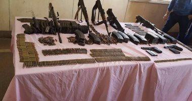 ضبط 11 بندقية آلية وخرطوش و95 قطعة أفيون فى حملة أمنية بسوهاج