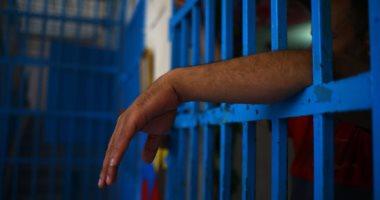 امرأة عاطلة تقع في آلة حادة على طالب يسرقها في القاهرة
