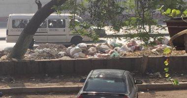 أكوام القمامة تنتشر في شارع أحمد حلمي .. والناس يطالبون بإزالتها