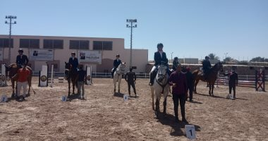عبد القادر سعيد يفوز بفضية الجائزة الكبرى فى الفروسية