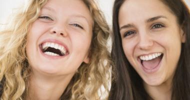 تقرير: مواد كيميائية يفرزها الجسد تتحكم فى مشاعرنا تجاه الآخرين
