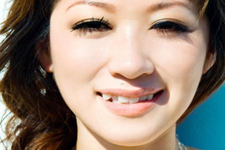 教你該如何看虎牙面相? 又有虎牙又有兔牙面相-周易算命網