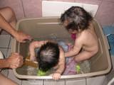 收納小朋友的樂趣~用收納箱洗洗澡