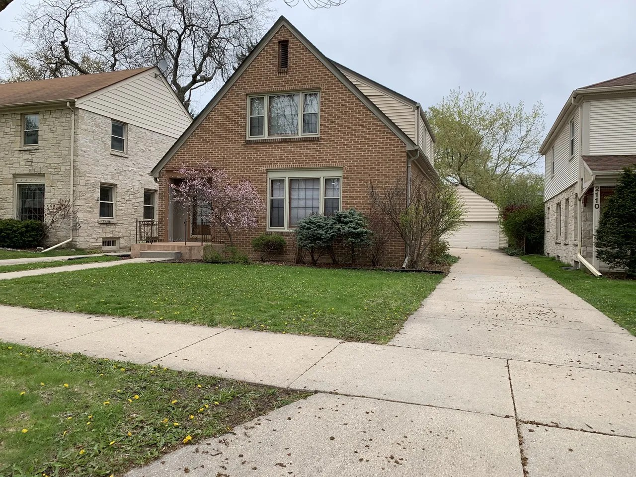 2114 North 86th Street #Upper, Wauwatosa, WI 53226 1