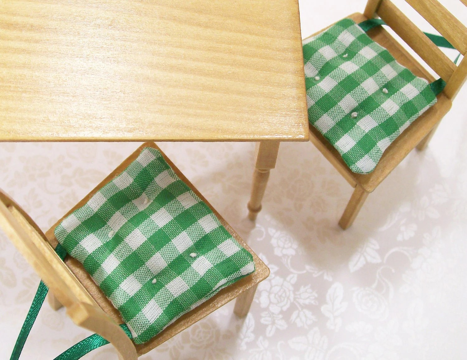 green chair cushions red bar chairs pads gingham kitchen 1 12 dollhouse