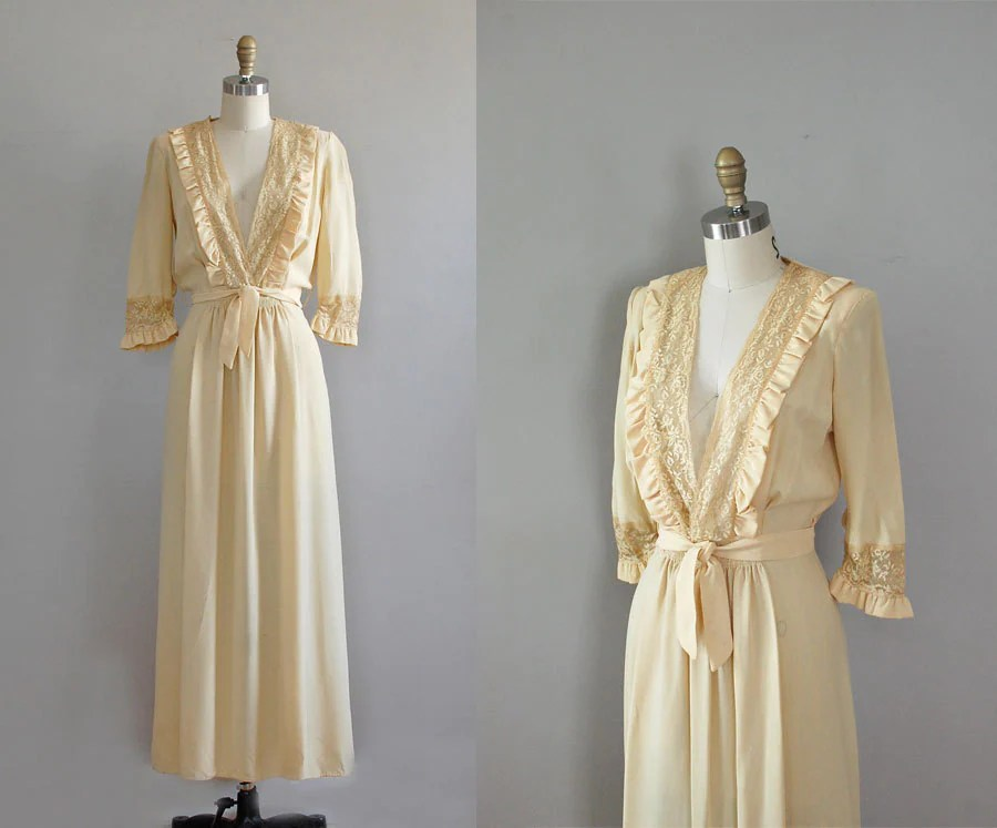 1930s Robe / Vintage 30s Lingerie / Buttercream Lace Dressing